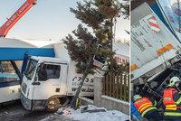 Nehoda za 26 milionů! Vlak u Liberce rozmačkal kamion, zázrakem nikdo nebyl zraněn