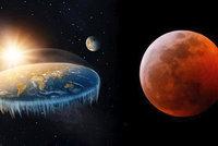 """Konspirátoři kritizují zatmění Měsíce: """"Byl to podvod, Země je plochá"""""""