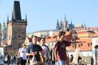 Netradiční výuka v Praze? Průvodci by mohli učit středoškoláky v ulicích města