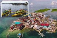 Odvrácená tvář dovolenkového ráje: Filipínský ostrov se potápí, lidé ho nechtějí opustit