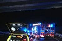 Dálnici D8 na Německo uzavřela nehoda, vzpříčil se přívěs