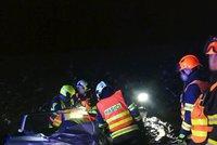 Tragédie u Blučiny: Osobák najel do kamionu. Žena zemřela, řidiče převezli do nemocnice