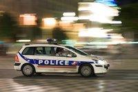 Ve Francii útočil muž s nožem na policejní stanici. Strážníci jej postřelili