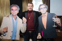 Šokující poslední rozloučení: Dvojníci zesnulého krále večírků a vulgární rap!