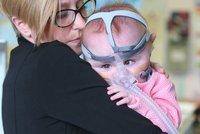 Hope se narodila se srdcem mimo tělo a předpovídali jí smrt. Po roce v nemocnici jde domů
