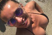 Alice Bendová se zase prsí u moře: Místo obdivu přišly pochyby!