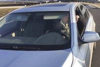 Řidič měl na klíně dítě a upaloval rychlostí 142 km/h. Policisté se nestačili divit