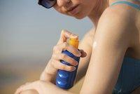 Část kosmetiky a opalováků obsahuje rakovinovou látku, EU to odmítá uvádět na obalech