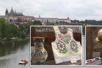 Za Masaryka na Pražském hradě zdobili zdi i prádlem. Výstava připomíná ojedinělý salon