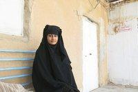 Nevěsta ISIS (19) zmizela z uprchlického tábora. Zděsily ji výhrůžky smrtí od islamistek
