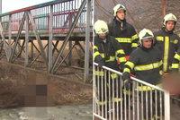 Sebevražda na hranicích: Mladík (†20) se oběsil na mostě přímo mezi dvěma státy