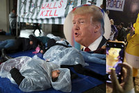 """Trumpa žaluje 16 států za stav nouze. """"Krade na zeď peníze Američanům,"""" zní z Kalifornie"""