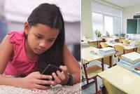 Mobil je droga a děti se nenaučí ani psát, bouří psycholog. Nebo výuka zítřka?