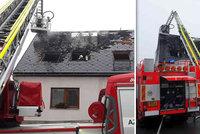 Požár na Olomoucku nepřežil člověk: Dvě desítky rodičů a dětí skončily v provizoriu