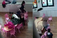 Učitelky z pekla bily a kopaly do dětí v mateřské školce. Natočila je skrytá kamera