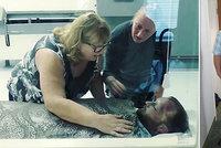 Poslední sbohem: Máma se loučila s mrtvým synem (†29). Zemřel na předávkování léky