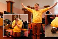Uhlobaron buddhista prováděl u soudu rituál. K Mostecké uhelné svědčil i Zemanův exministr