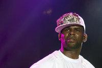 Americký zpěvák R. Kelly skončil opět za mřížemi. Neplatil alimenty