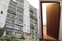 Policie našla za dveřmi bytu dvě těla: Mámu se synem (†15) zavraždil jejich blízký?!