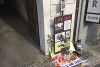 Jana Zajíce na Václavském náměstí uctili i jeho sourozenci. Upálil se před 50 lety