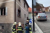 Na Příbramsku došlo k explozi a požáru rodinného domu: Plameny poranily dítě!