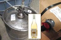 V lahvích je Pálava, v sudech patok. Vinotéky falšují oblíbené víno, odhalila inspekce