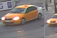 Řidič taxíku srazil ženu a zlomil jí kotník. I přes poskytnutou pomoc je v hledáčku policie