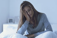 Zrádná nespavost: Ničí vztahy doma i v práci! Jak z ní ven?
