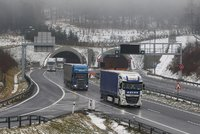 Tragická nehoda uzavřela dálnici D8: Řidič nepřežil srážku v tunelu