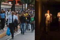 Stojící metro, temné ulice a nefungující internet: Ve Venezuele vypadl proud, Maduro viní USA