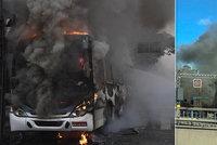 V centru Stockholmu vybouchl autobus! Řidič najel do bezpečnostní bariéry, explodovala plynová nádrž