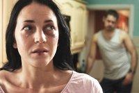 Bil a děsil partnerku, děti trápil, že mají následky: Tyran ze Vsetínska dostal trest jako řemen!