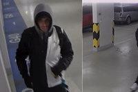 Hejsek se na Žižkově vkradl do několika garáží. Odnesl si kolo i obrazy za 60 tisíc