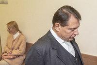 Soud manželů Paroubkových: Petřin úprk ze soudní síně! A Jiří tasil šokující slova o dceři
