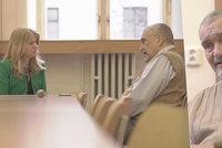 Schwarzenberg z nemocnice: Po blonďaté ženské návštěvě má zaječí úmysly