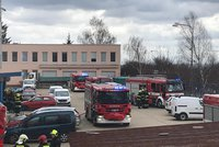 Poplach v Jinonicích: Hořelo v administrativní budově, hasiči požár rychle zlikvidovali
