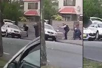Na zem, ty zm*de! Okamžik, kdy hrdinný policista zadržel teroristu z mešity