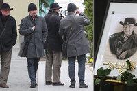 Pohřeb »Zelenáče« Mirka Hoffmanna (†83): Bareš si dal víno mezi hroby!