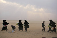 Stovky příbuzných radikálů ISIS prchly z tábora. Povstalci popravili vlivnou političku