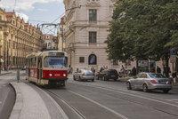 V centru Prahy praskla kolej! Tramvaje mezi Národním divadlem a Staroměstskou nejezdí