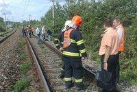 Další tragédie na kolejích: Vlak u Chomutova zabil člověka