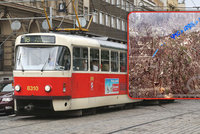 Vandalové leptají okna tramvají kyselinou. Praha je na tom z českých měst nejhůř