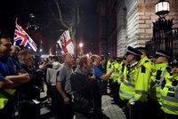 Britové se trumfují plány Mayové: Nové volby, ale i čtvrté hlasování o dohodě