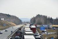 Potíže na dálnici D1: Na Benešovsku ji uzavřel požár