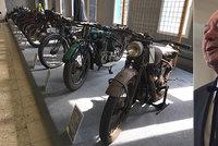 Sochař Rybička daroval kraji unikátní motorky: Na univerzitě kvůli tomu vznikl nový obor