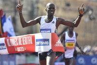 Půlmaraton má v Praze po roce stejného vítěze. Nejrychlejší Čech běžel 64 minut