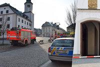 """Výbuch na radnici v Rýmařově: Podezřelý ji """"vyhodil do vzduchu"""" prý úmyslně"""
