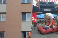 Adriánek (5) spadl ze 4. patra na chodník! Strávil měsíc v kómatu a do okna vlezl zas: Kde byla matka?
