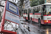 Dobrá zpráva pro městské části? Autobusové zastávky MHD na znamení zavádět plošně zatím nebudou