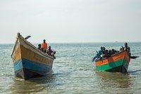 Po potopení lodi na jezeře pohřešují 150 lidí. Záchranáři v Kongu vytahují mrtvé